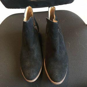 Splendid 7 1/2 black suede booties w/ side zipper